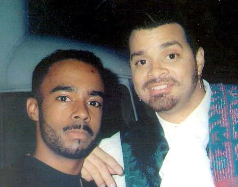 Mo'Kelly and Sinbad on set
